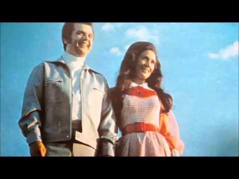 Conway & Loretta – Lead Me On