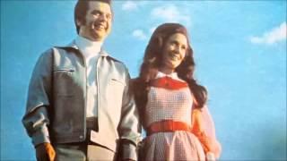 Conway Twitty & Loretta Lynn – Lead Me On Thumbnail