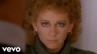 Reba Mcentire – Whoever's In New England Thumbnail